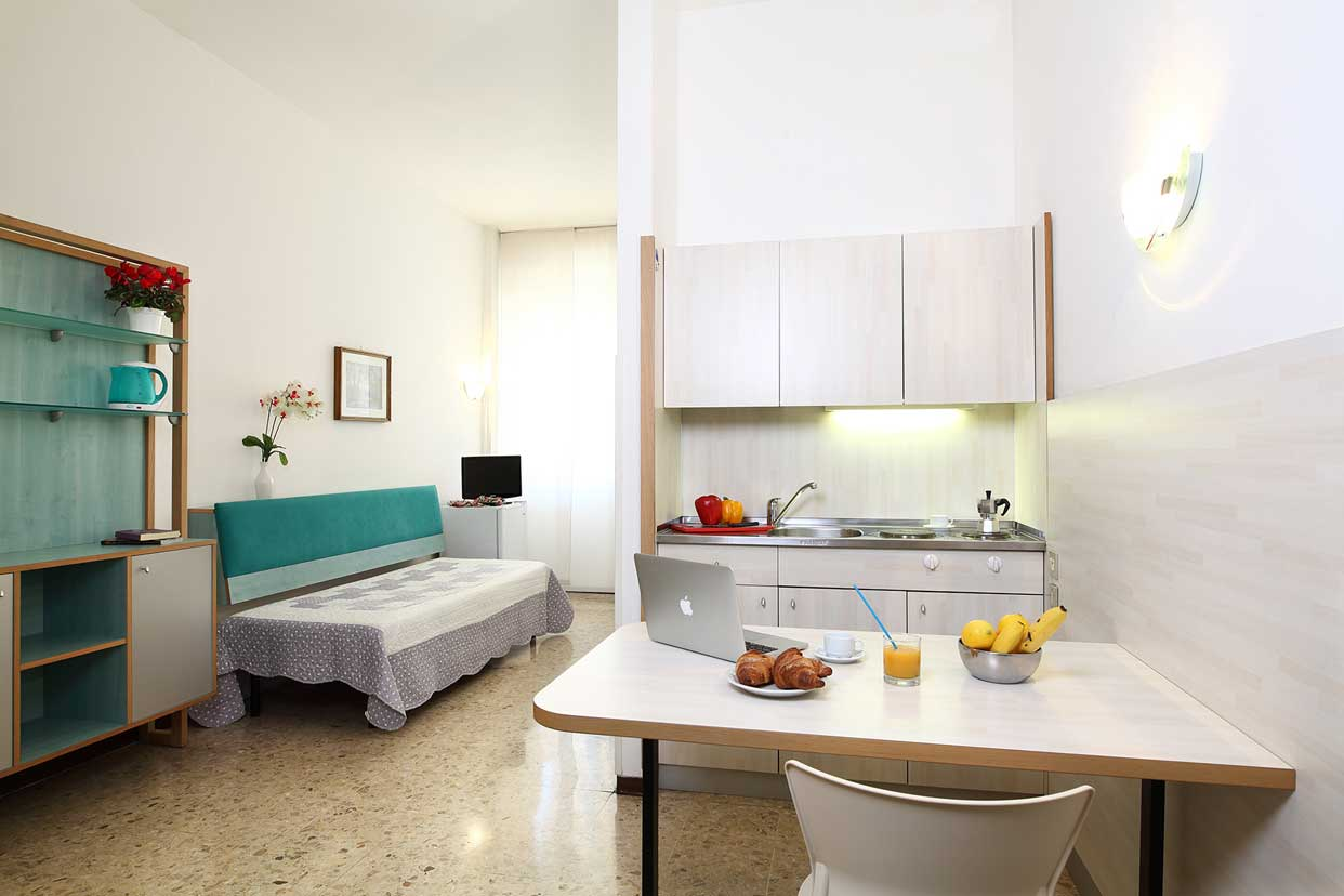 Single room with kitchenette, private en-suite bathroom and Wi-Fi connection.<br />